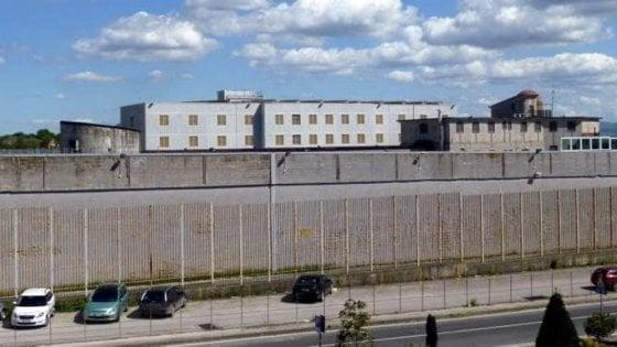 Agente sequestrato dai detenuti e poi liberato nel carcere di Ariano Irpino
