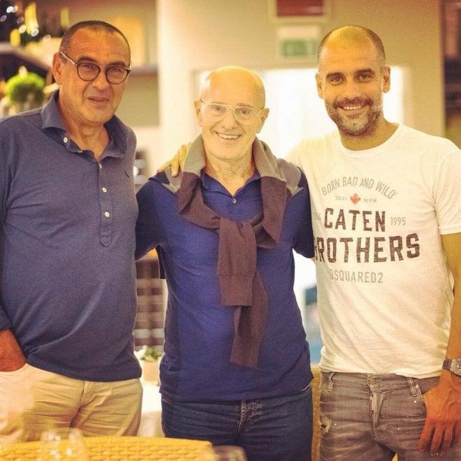 Sarri sorride con Guardiola e Sacchi in vacanza a Milano Marittima