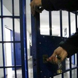 Carceri, rivolta ad Ariano Irpino: trasferiti i detenuti