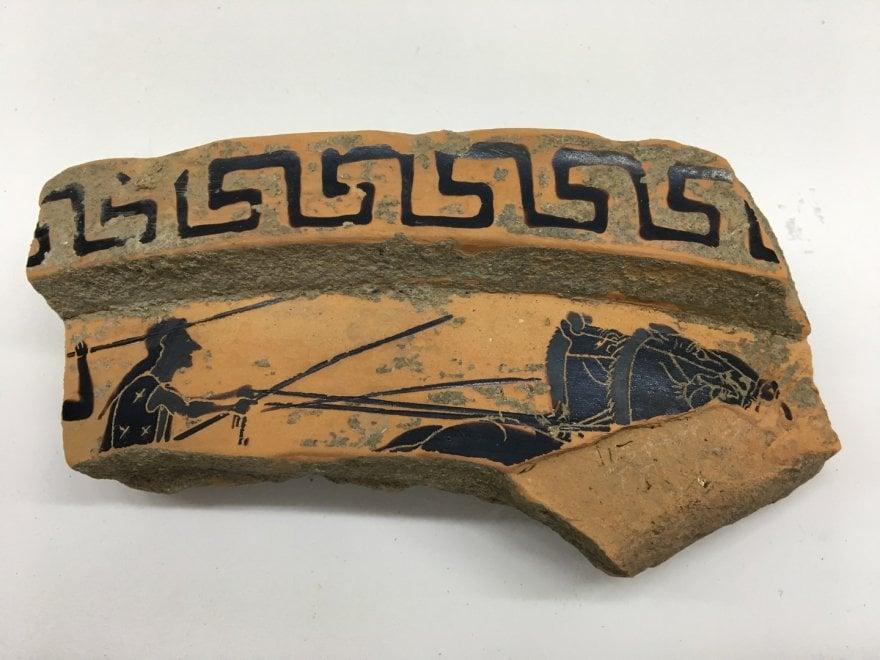 Sorpresa a Paestum: volontari trovano un frammento di un vaso ateniese del sesto secolo avanti Cristo
