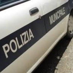 """Faceva pagare """"ecotassa"""" ai turisti, polizia municipale chiude struttura a Napoli"""