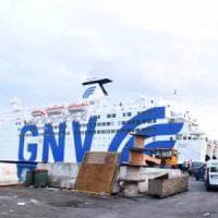 Incidente traghetto Napoli: la donna ferita è in condizioni critiche