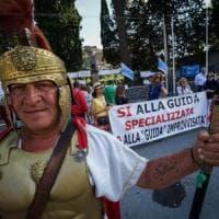 Pompei, guide turistiche protestano davanti agli Scavi: