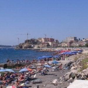 Mare, stop alla balneazione sul Lungomare di via Napoli a Pozzuoli