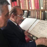 Napoli, il comandante interregionale dei carabinieri visita l'emeroteca Tucci