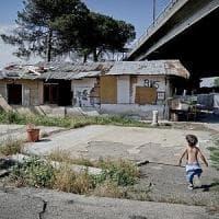 Napoli, paura e speranze nel campo rom: