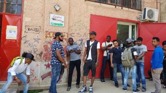 Salvini di nuovo all'attacco del centro sociale ex canapificio di Caserta: interviene il sindaco