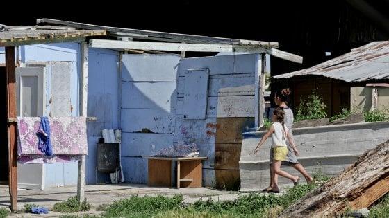 Chiudere i campi rom, ma per solidarietà