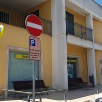 Un bandito solitario rapina con un' accetta l'ufficio postale di Trentola Ducenta. Ferito direttore. Bottino 5mila euro