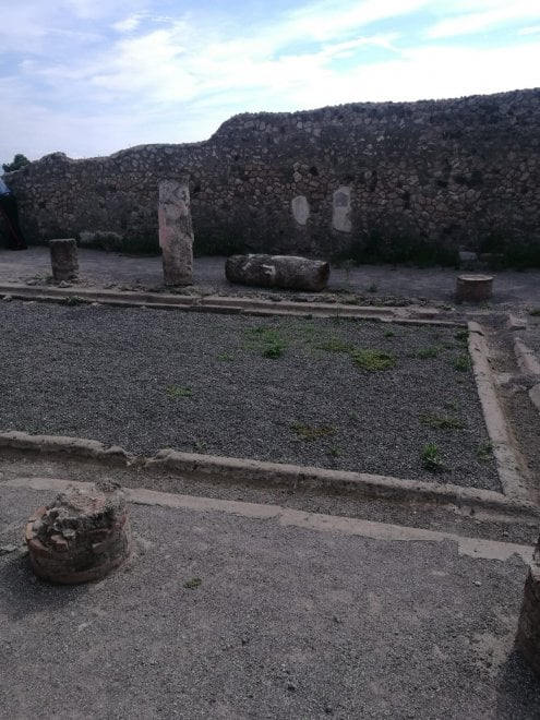"""Pompei, turista abbatte colonna:  """"Nessun danno"""""""