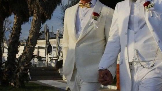 """Napoli, coppia gay respinta da un lido. Monica Cirinnà: """"Fatto gravissimo"""""""