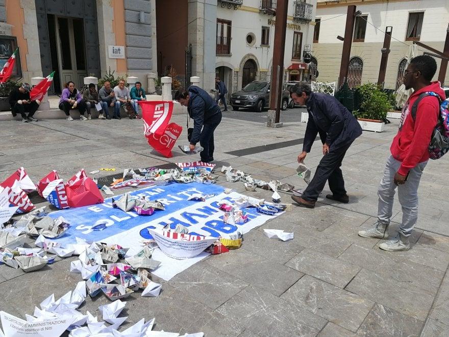 """Potenza, barchette di carta per la """"European solidarity"""""""