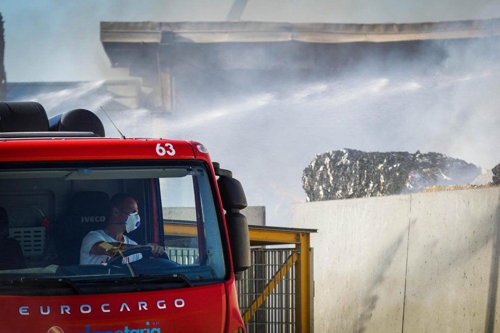 L'incendio dei rifiuti a San Vitaliano