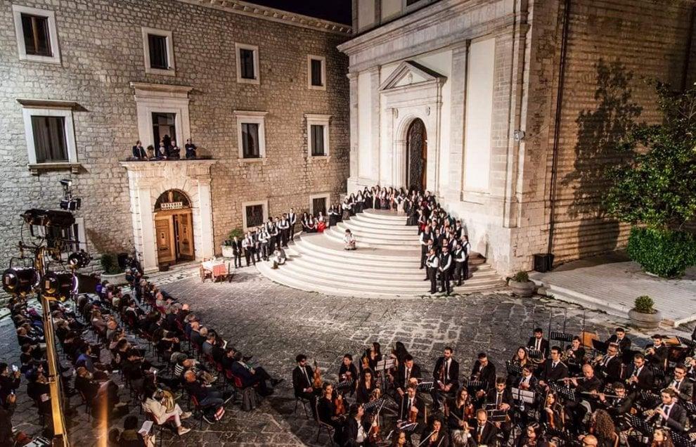 """Potenza, la """"Cavalleria rusticana"""" invade la cattedrale"""