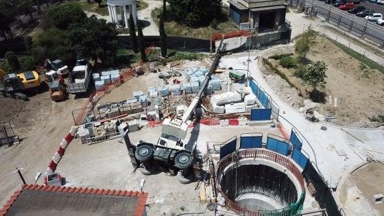 Riviera di Chiaia: si capovolge una gru nel cantiere della metropolitana