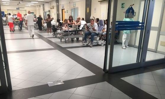 Ispezione all'Ospedale del Mare, uomo tenta di avvicinare la ministra Grillo: bloccato dalla scorta