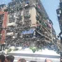 Morti bianche, palloncini per Salvatore, il 22enne caduto da un lucernaio in via Duomo