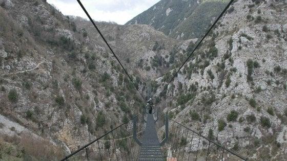 Potenza, a Castelsaraceno il ponte tibetano da record