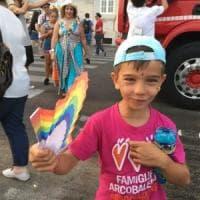 Famiglie arcobaleno, in nove avranno a Napoli l'atto di nascita con i nomi