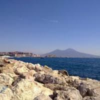Paura nel mare di Napoli: muore un anziano, grave un quindicenne