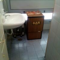 Pianura, un bar nel bagno dei disabili negli uffici comunali