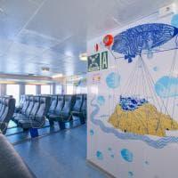 Tra capodogli, meduse e sirenette, in nave per Ischia come in un fantasy