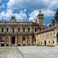 Certosa di Padula, lavori mai eseguiti ma pagati: truffa per un milione