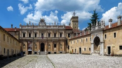 Certosa di Padula, lavori mai eseguiti  ma pagati: truffa per un milione e mezzo