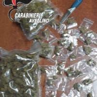 Bloccati in stazione con droga e coltello: denunciati dai carabinieri