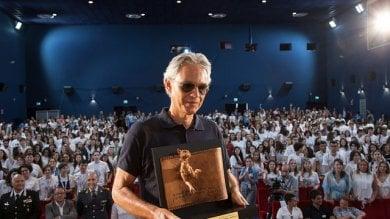 """Giffoni, Bocelli: """"Coraggio ragazzi  siete migliori di noi""""    /Foto"""
