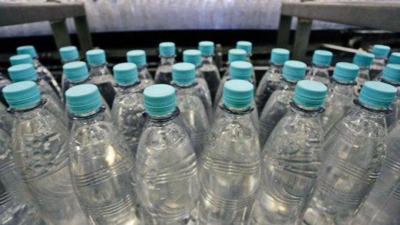 """Coppia in ospedale a Napoli:  """"Abbiamo bevuto acqua in bottiglia contaminata"""""""
