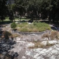 La vergogna dei giardini Molosiglio: tra rifiuti, vandali e rapine