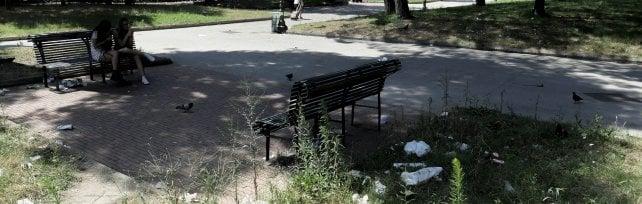 La vergogna dei giardini Molosiglio  tra rifiuti, vandali e rapine