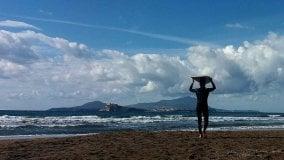 Napoli, il piccolo paradiso per i Surfisti Il sogno di Luca Diodato