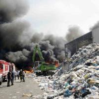 Terra dei fuochi, bruciano plastica e rifiuti