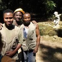 Victor, Bright e Nini: i tre rifugiati che curano il bosco della Reggia di Caserta