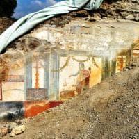 Pompei, ritrovato  l'affresco della prosperità nella Casa del Priapo