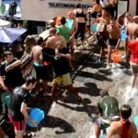 Le secchiate d'acqua di Ferragosto , tutti pazzi per la Chiena