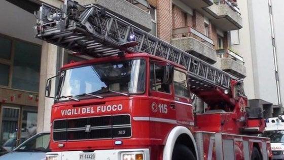 Cede balcone a Napoli, evacuati cinque appartamenti