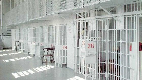 Carceri: garante detenuti in visita a Poggioreale