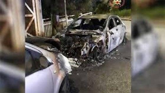 """Avellino, in fiamme l'auto di un consigliere comunale: """"Vigliacchi, non mi fermeranno"""""""