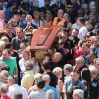 Crollo ponte Morandi: a Casalnuovo i funerali del camionista
