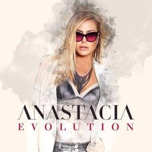 """Anastacia annulla spettacolo a Sapri e scrive ai fan su Fb: """"Violazioni contrattuali"""""""