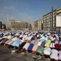 Napoli, capretto legato nel passeggino per festa islamica del sacrificio: denunciato un uomo