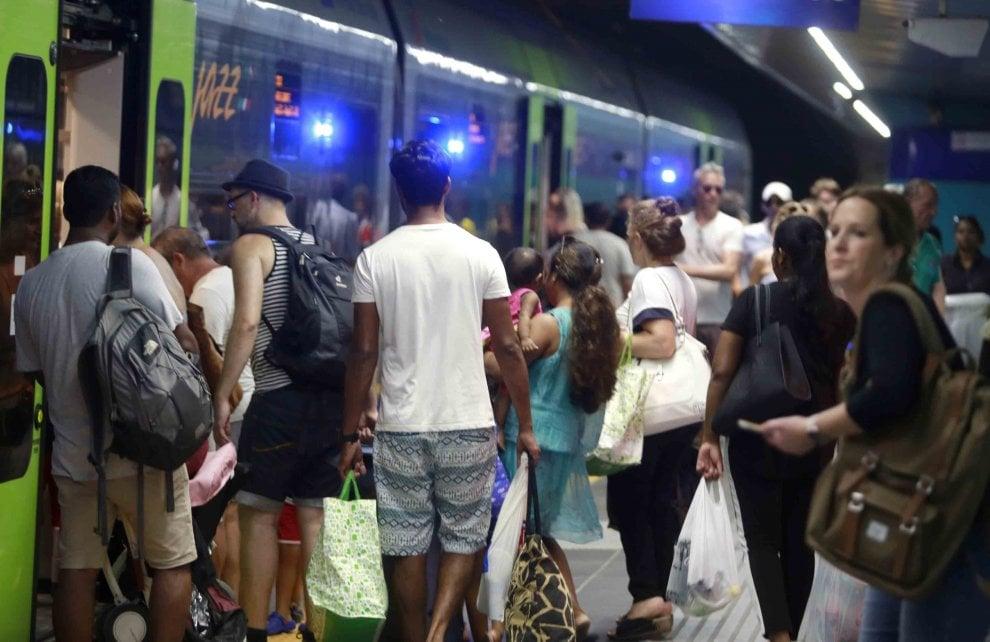 Napoli, l'odissea per trovare bus e metrò