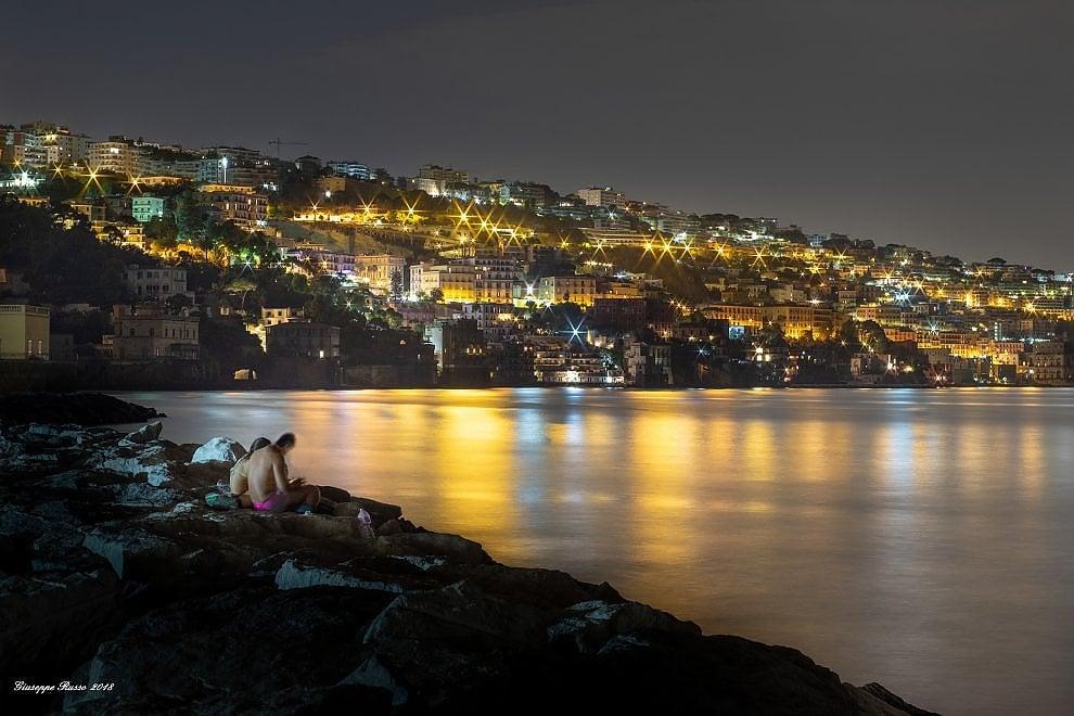 Napoli L Incanto Di Una Notte D Agosto Sugli Scogli Del Lungomare La Repubblica