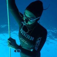 Apnea, la napoletana Carraturo fa il record del mondo: -115 metri