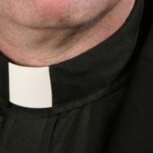 Messaggi hot ai parrocchiani, sacerdote rimosso ad Avellino