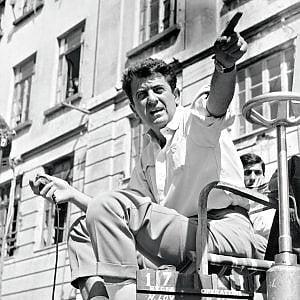 """Tommaso Loy: """"Papà amava Napoli, ricordiamolo in un luogo centrale e affollato"""""""