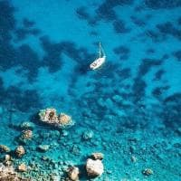 Capri, mare caraibico: lo scatto è virale